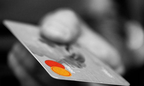 クレジットカードを申し込みたいけど審査が甘いのはどこ?!