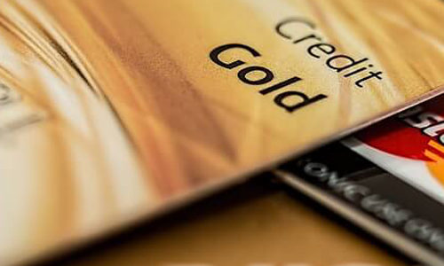 クレジットカードゴールドカードのメリット、デメリットとは?